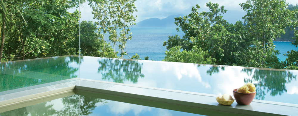 seychelles-four_seasons_mahe-bathroom_and_plunge_pool_villa