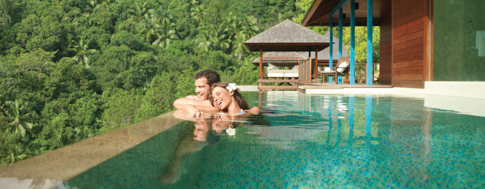 seychelles-four_seasons_mahe-couple_in_plunge_villa_pool