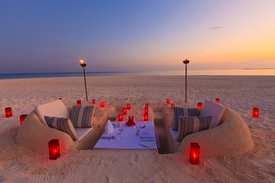 sand_castle_dinner_Merci.Travel