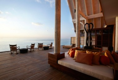 anantara-kihavah-villas-1_Merci.Travel_min